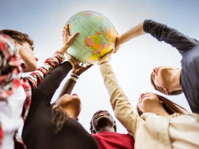 インターナショナルスクールは、国際移動性の高い生徒のために創立された経緯があります。