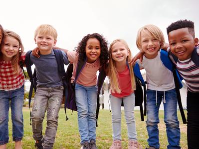 インターナショナルスクールの多様な生徒は、転校した経験があり、教職員も国際的な転校生の受け入れノウハウを持っています。